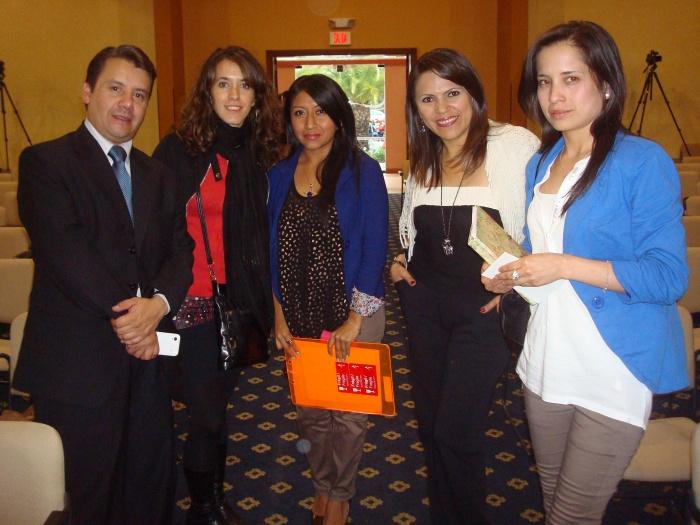 (i-d) Luis Vascones, Bernadette Califano, Yessenia Ramos, Loréna Arévalo, de SECOM; y, Diana Rivera.